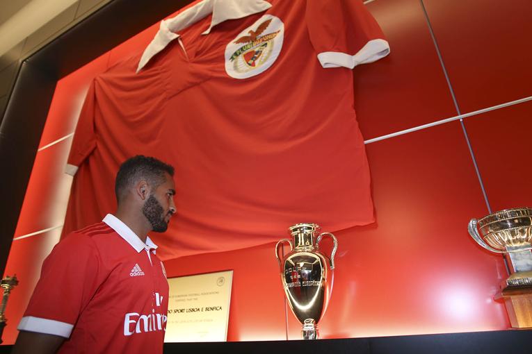 Douglas – o lateral que o Benfica precisa?